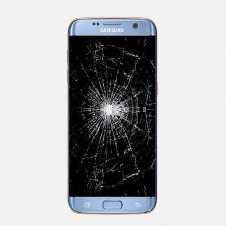 Fremsiden av en lyseblå samsungtelefon, med knust glass